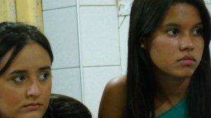 Foram fotografadas no ESPAÇO CONECTADOS Isabelle e Sara, na noite do dia 6 de Março de 2009.
